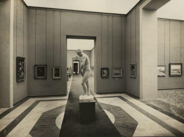 Questa immagine ha l'attributo alt vuoto; il nome del file è 04-IV-Quadriennale-1943-Allestimento-1.jpg