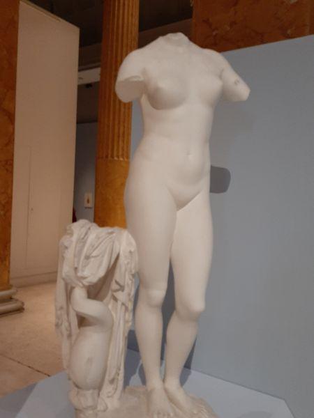 Questa immagine ha l'attributo alt vuoto; il nome del file è Anat-2-Statua-greca.jpg