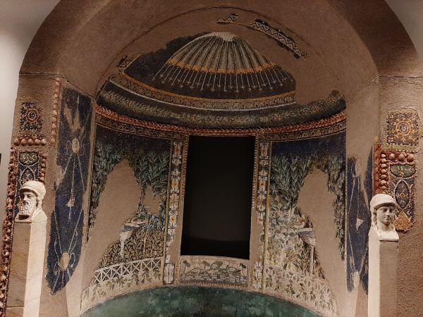 Questa immagine ha l'attributo alt vuoto; il nome del file è Pompei-Santorini-10.jpg