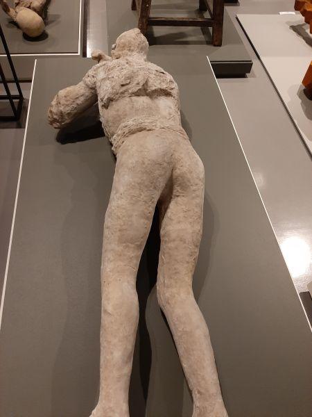 Questa immagine ha l'attributo alt vuoto; il nome del file è Pompei-Santorini-17.jpg