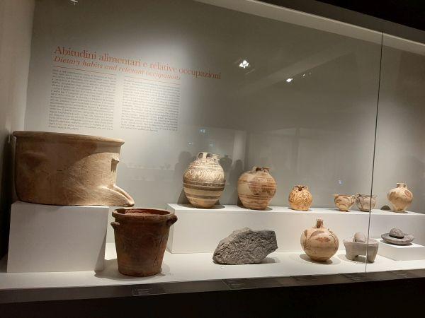 Questa immagine ha l'attributo alt vuoto; il nome del file è Pompei-Ult-Vasi-2.jpg