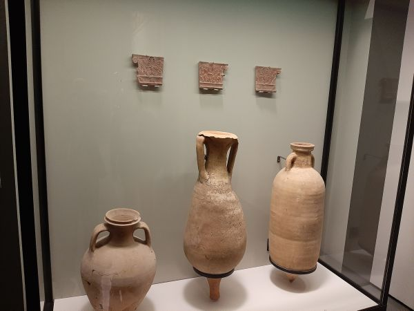 Questa immagine ha l'attributo alt vuoto; il nome del file è Pompei-Ult-brocche-2.jpg