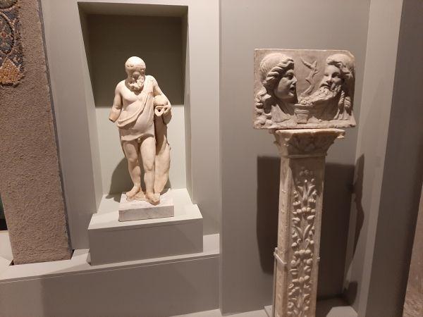 Questa immagine ha l'attributo alt vuoto; il nome del file è Pompei-Ult-busti.jpg