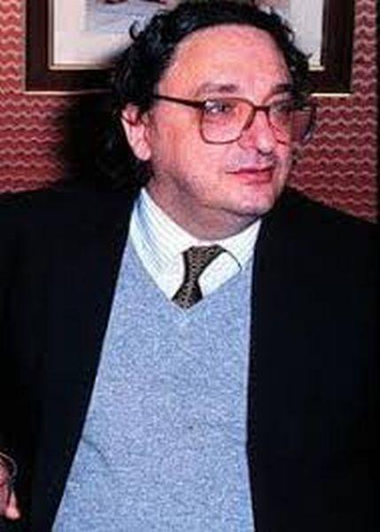 Questa immagine ha l'attributo alt vuoto; il nome del file è de-michelis-wikipedia.org_.jpg