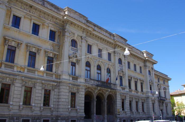 Questa immagine ha l'attributo alt vuoto; il nome del file è Foto-Liceo-Classico-10x8-1.jpg