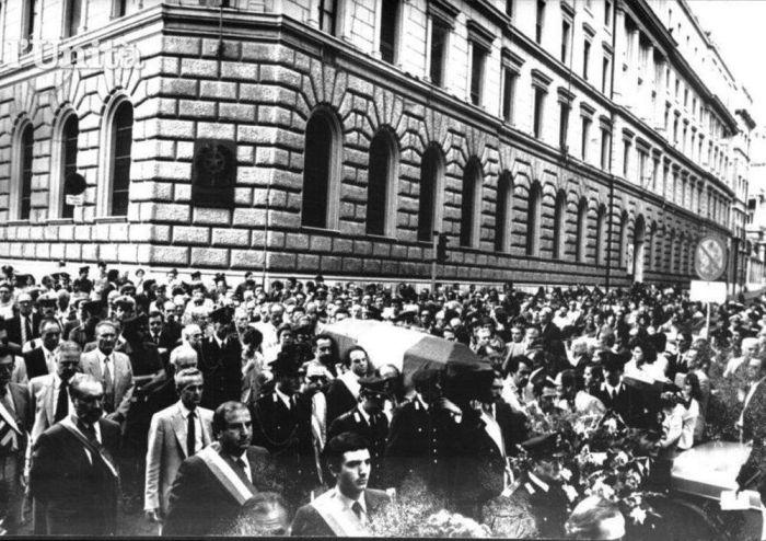Questa immagine ha l'attributo alt vuoto; il nome del file è Vinci-funerali-mowmag.commo_.jpg