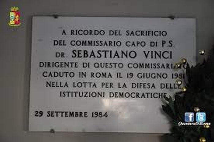 Questa immagine ha l'attributo alt vuoto; il nome del file è Vinci-lapide-Primapagina-newsb.jpg