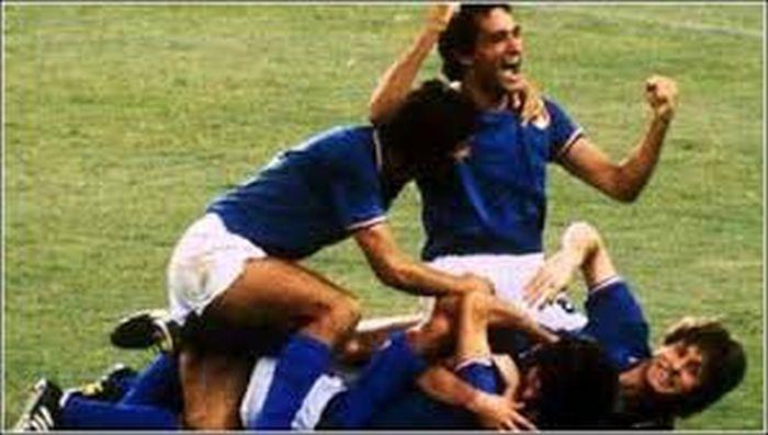 Questa immagine ha l'attributo alt vuoto; il nome del file è 1982-calciofanpage.it_.jpg