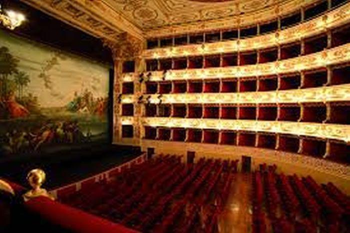 Questa immagine ha l'attributo alt vuoto; il nome del file è Teatro-regio-zanfilszcompetition.otg_.jpg