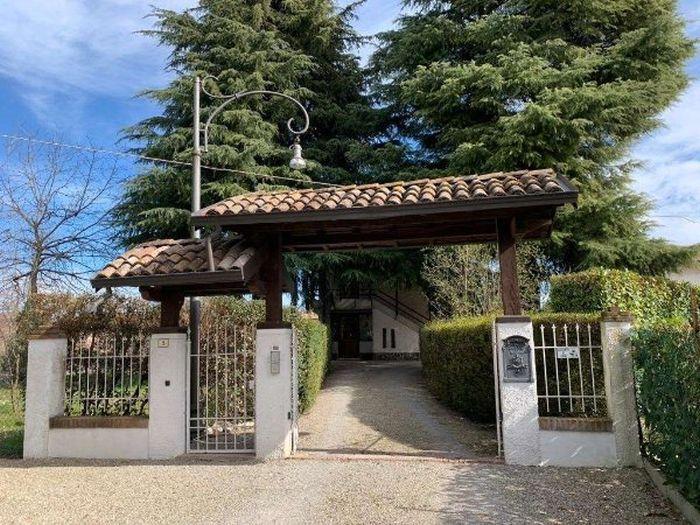 Questa immagine ha l'attributo alt vuoto; il nome del file è villa-montecavilo-idealista.it_.jpg